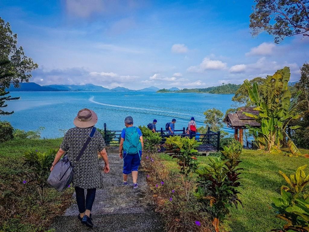 Leaving our Batang Ai hotel
