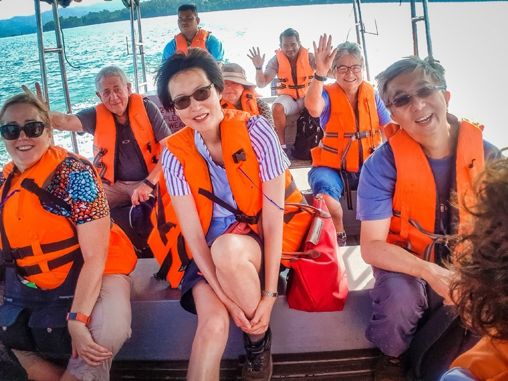 Leaving the Batang Ai hotel by speedboat for our coach