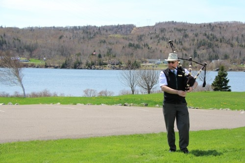 Our bagpipe-playing tour guide